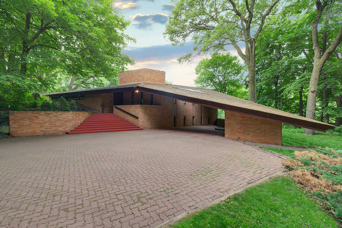 Frank lloyd wright designed house listed in st louis park for Frank lloyd wright stile prateria