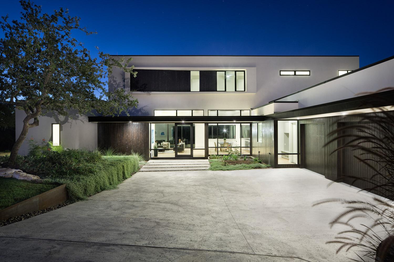 Lakeway residence custom home magazine clark for Modern homes austin texas