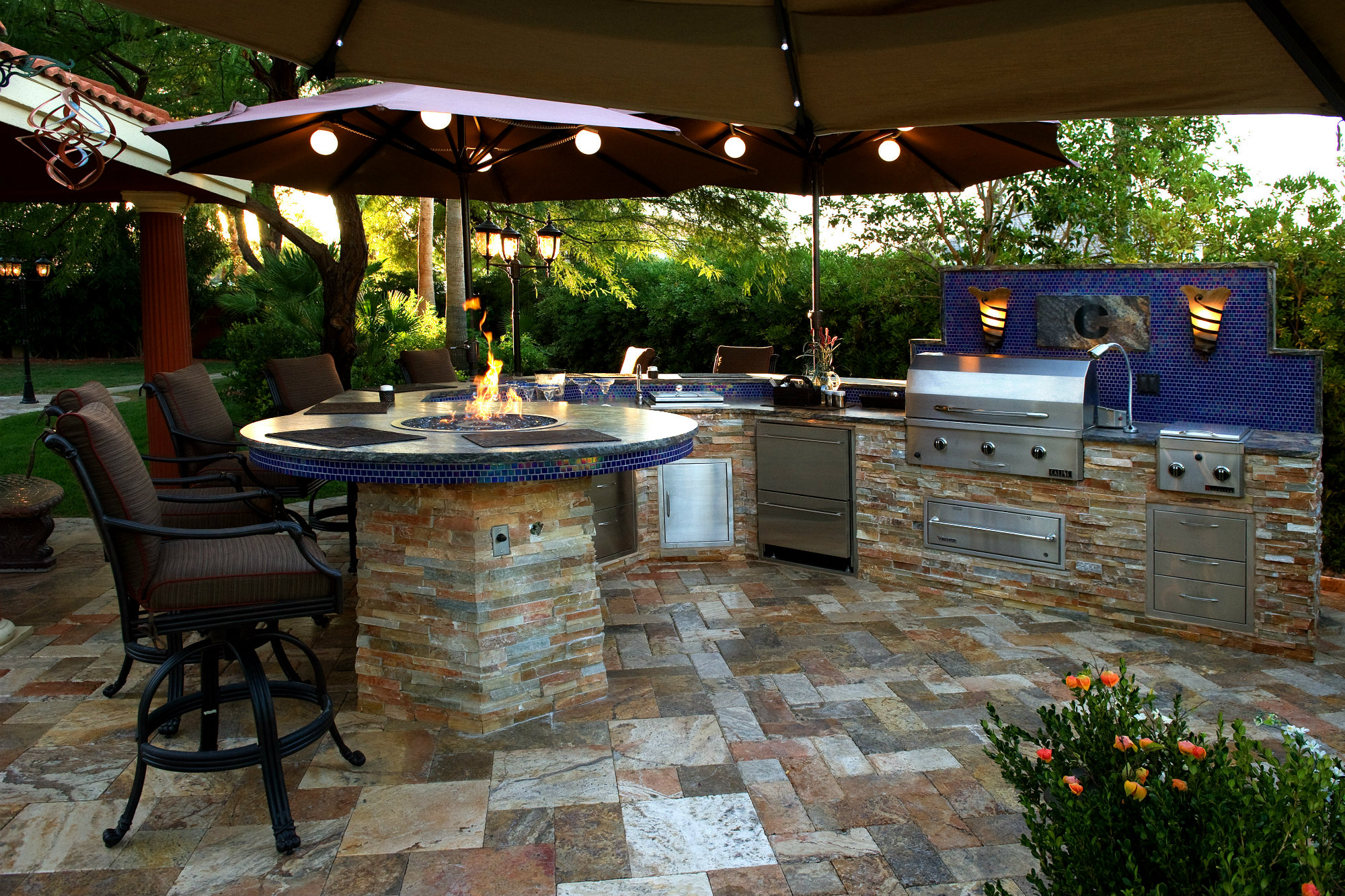 Backyard living trends pool spa news accessories for Outside living