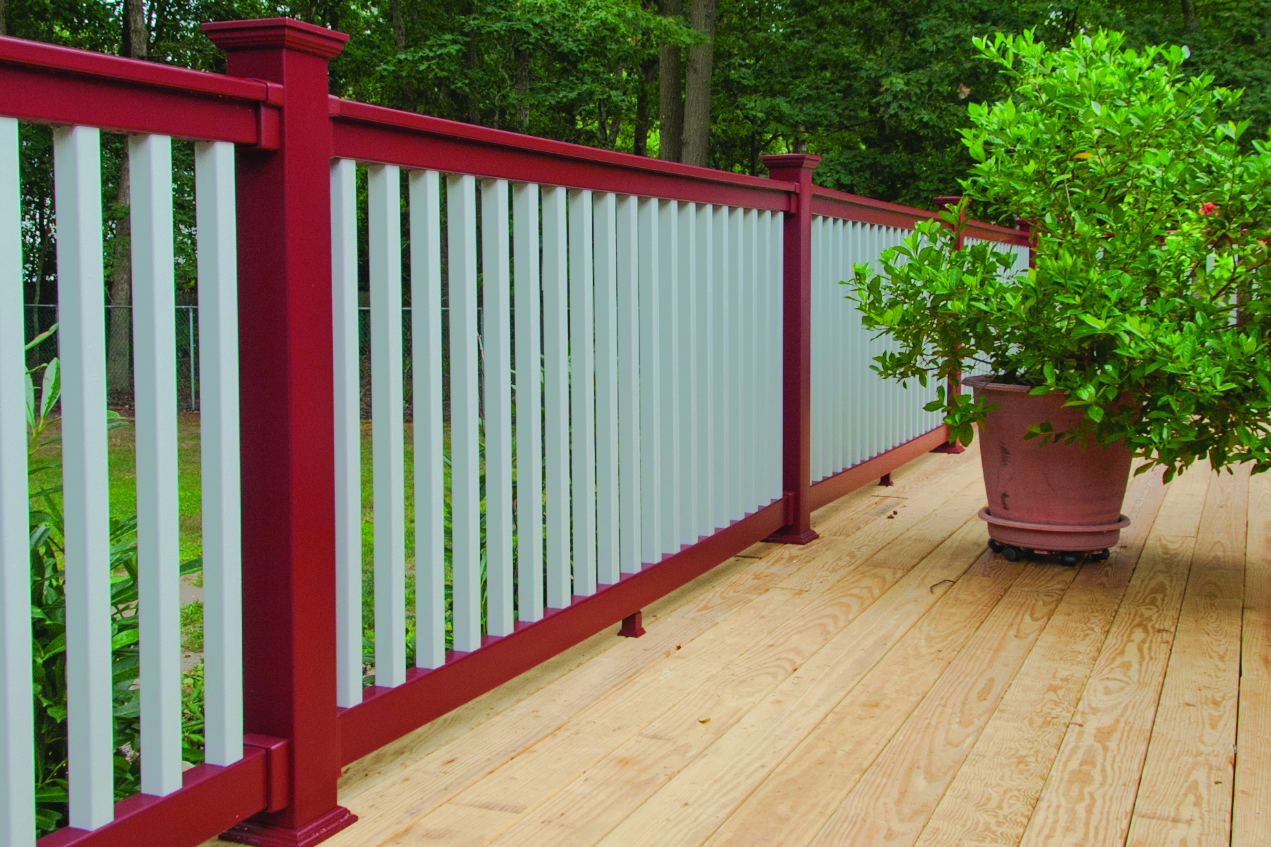 Pvc Vinyl Rail In 35 Colors Professional Deck Builder Fencing And Railing