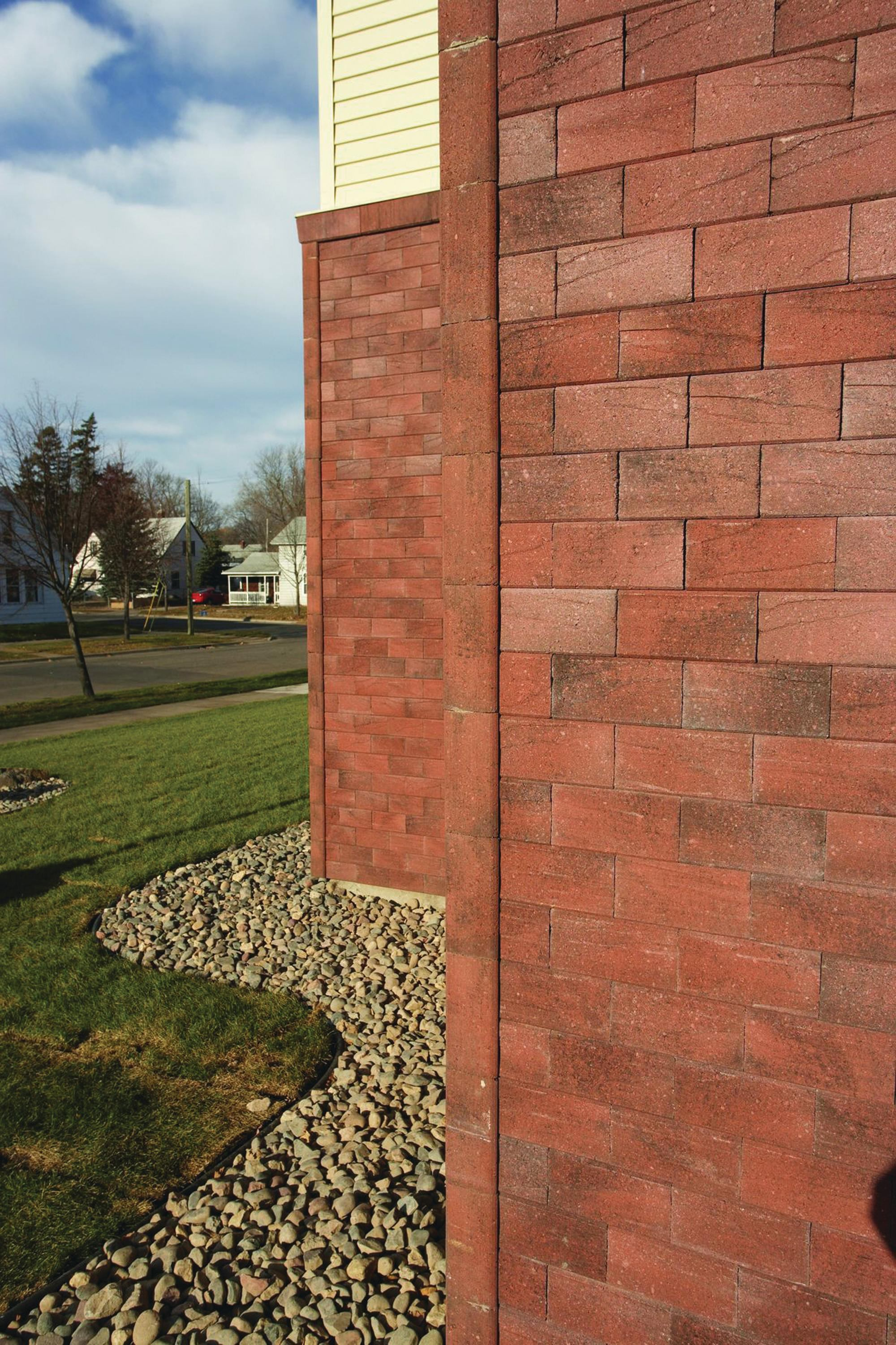 Novabrik 39 S Mortarless Brick Siding Offers Overlapping