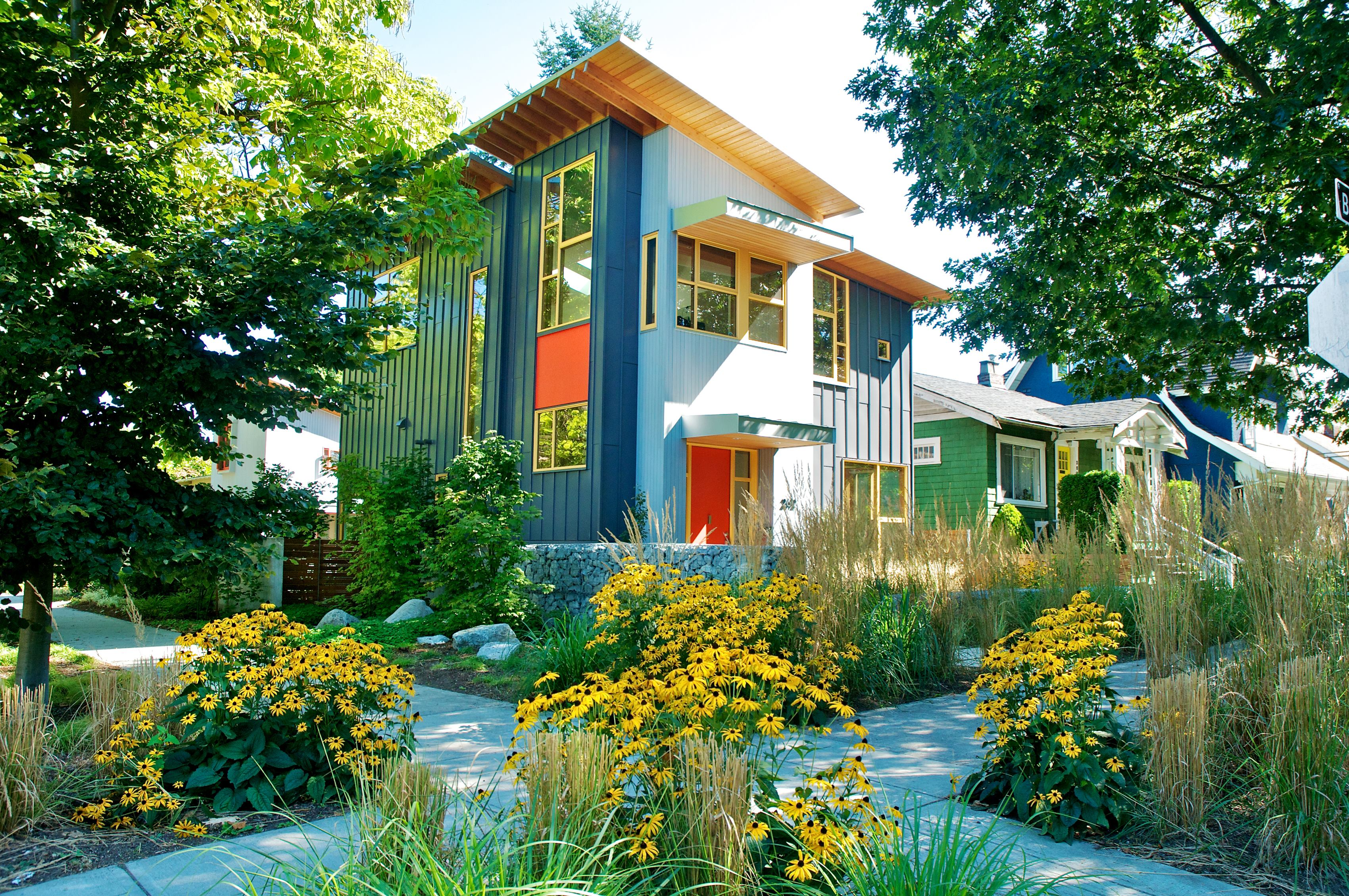 House design green - Small House Incorporates The Best Of City Living Ecobuilding Pulse Magazine Infill Outbuildings Sustainability Urban Design Green Building