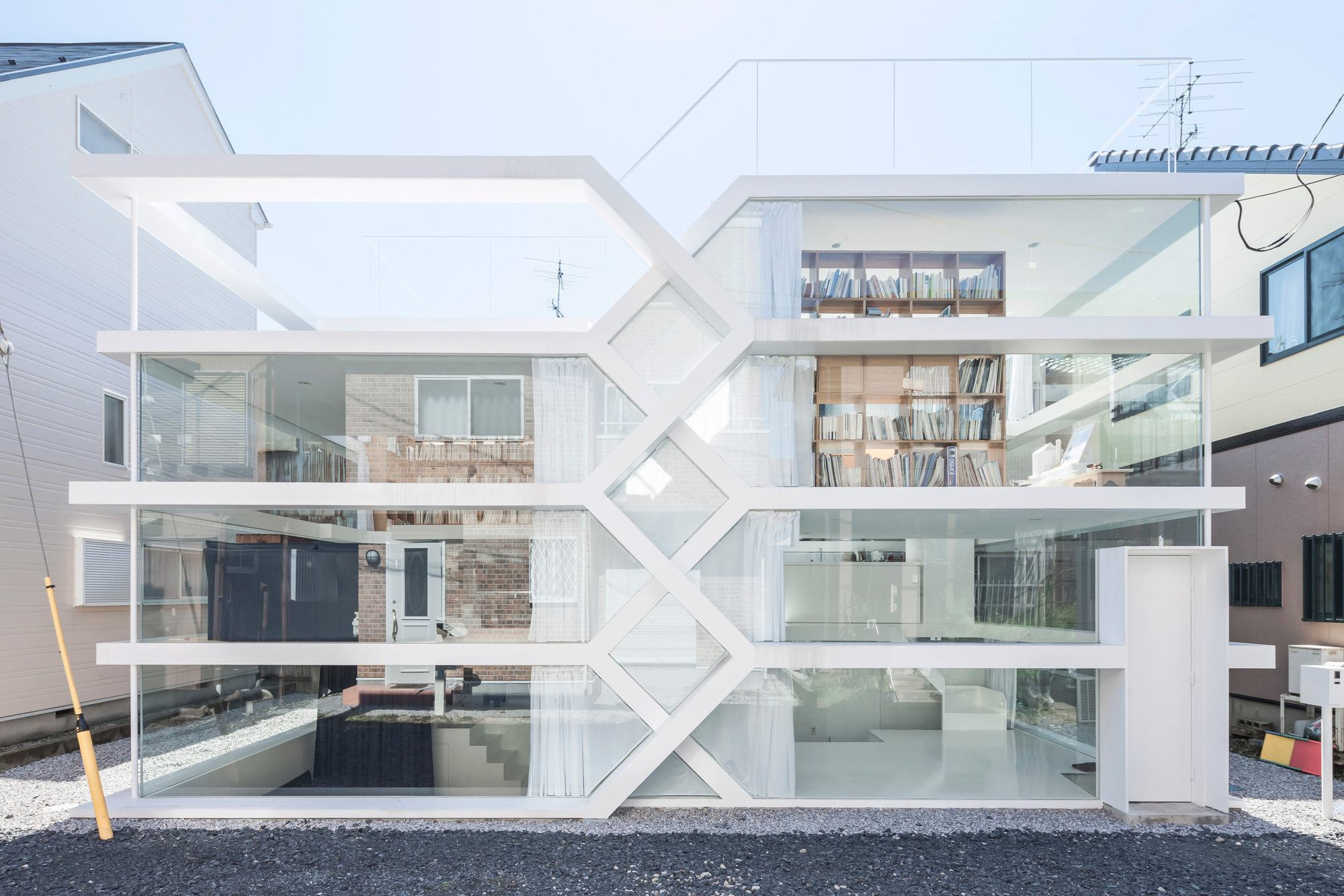 S house designed by yuusuke karasawa architects for What is a shouse house