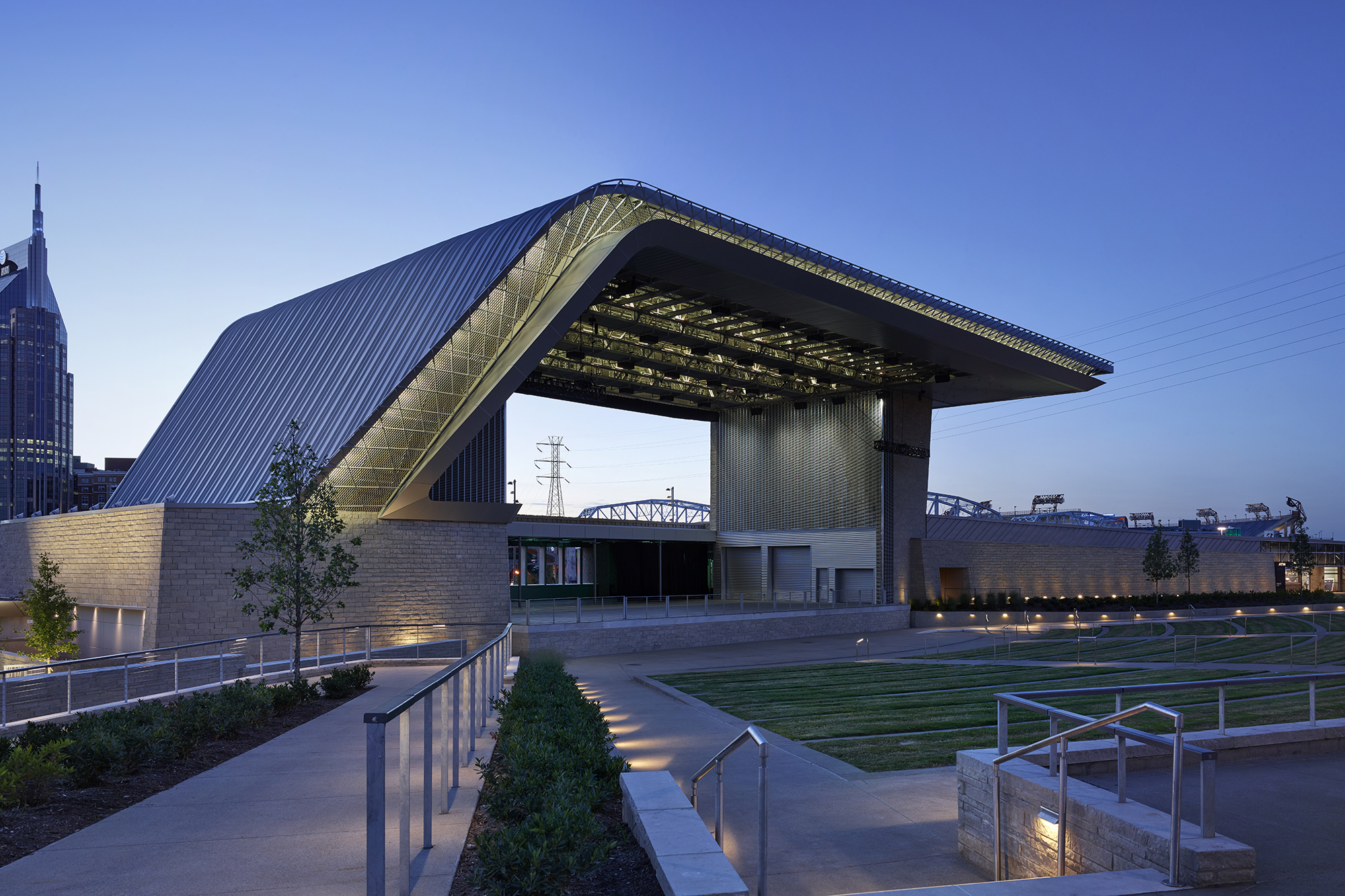 Riverfront park ascend amphitheater architect magazine for Construction architect