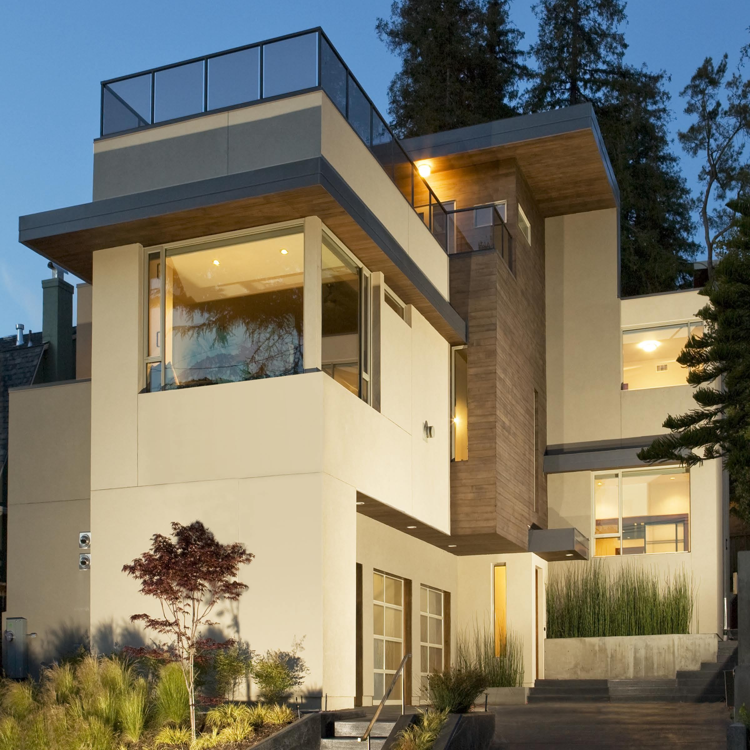 Structural insulated panels have many fans so why don 39 t for Modern stucco house