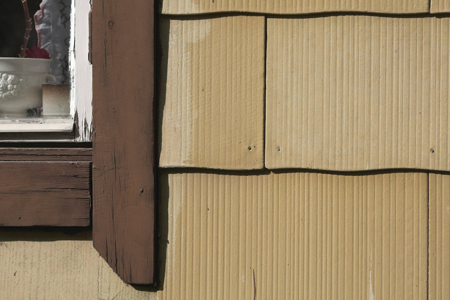 Be Aware Of Who 39 S Allowed To Tear Off Old Asbestos Siding