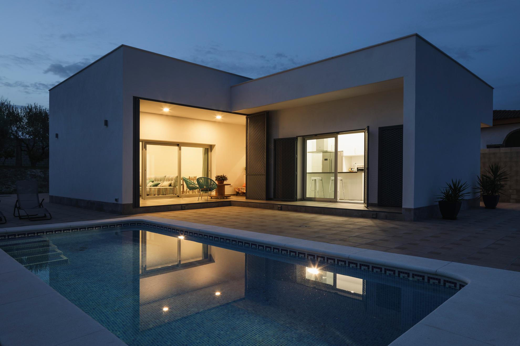 Casa miranda architect magazine faq arquitectura - Fotos de casas con piscina ...