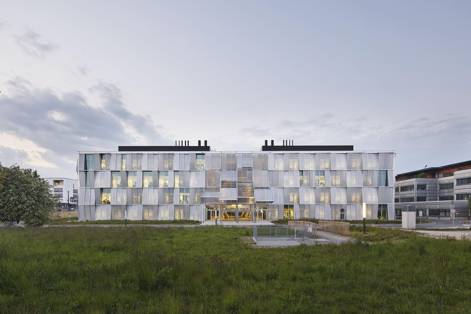 Mechanics hall architect magazine dominique perrault for Architecture suisse