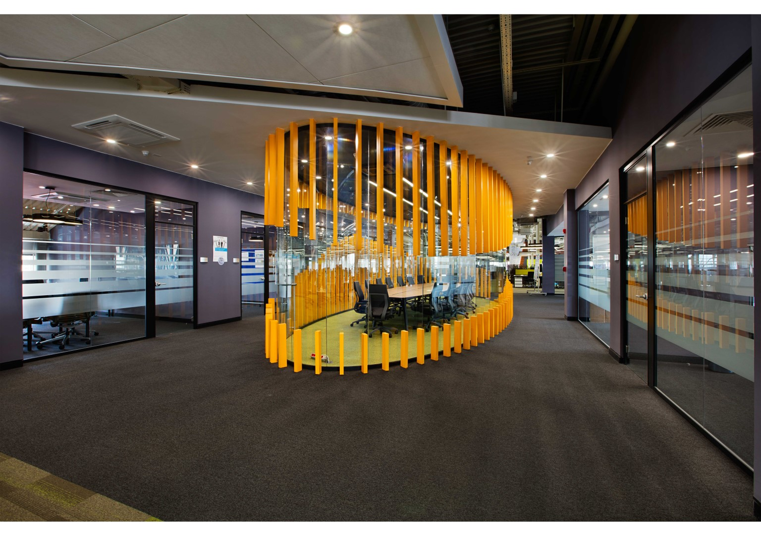 Mercedes benz turk it service center architect magazine for Office design services