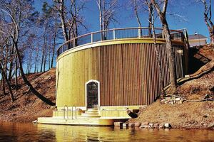 Curved Deck on a Flood-Prone Riverbank