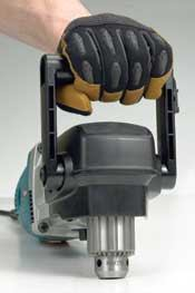 Front handles with generous hand clearance, like on this Makita, are preferred. To reduce the profile height, such handles can be rotated forward.