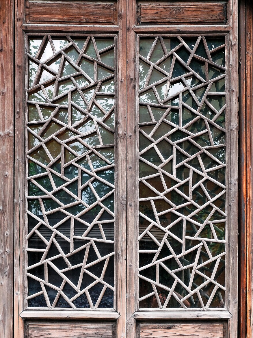 A detail of the traditional cracked-ice window pattern popular in southern China, which served as precedent for the facade of Teahouse 1: Broken Shadow.