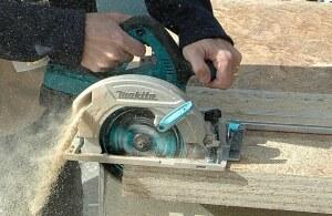 Makita XSH01 36-volt circular saw