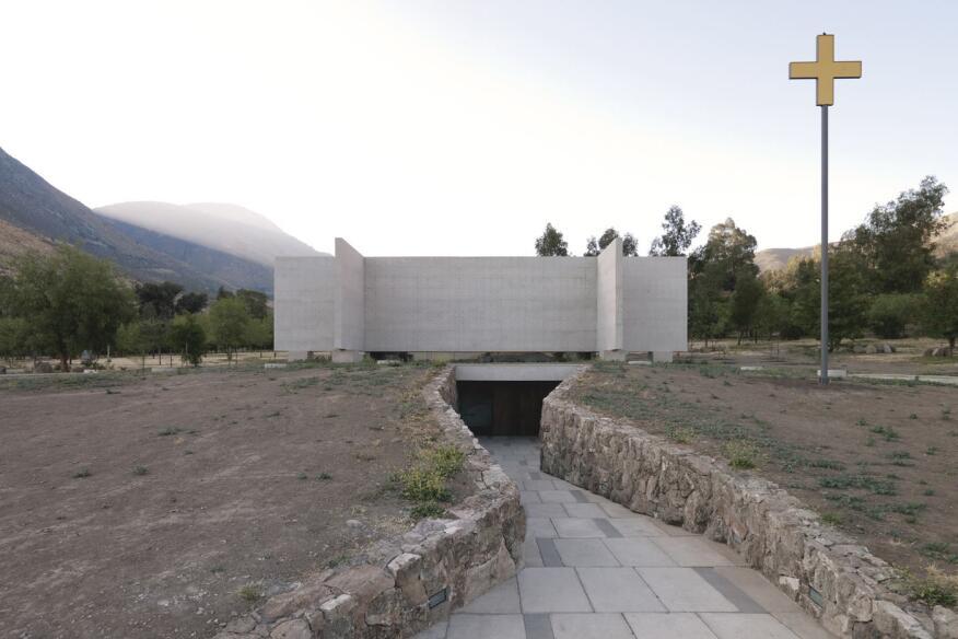 Capilla del Retiro in Auco, Los Andes, Chile, by Undurraga Deves Arquitectos