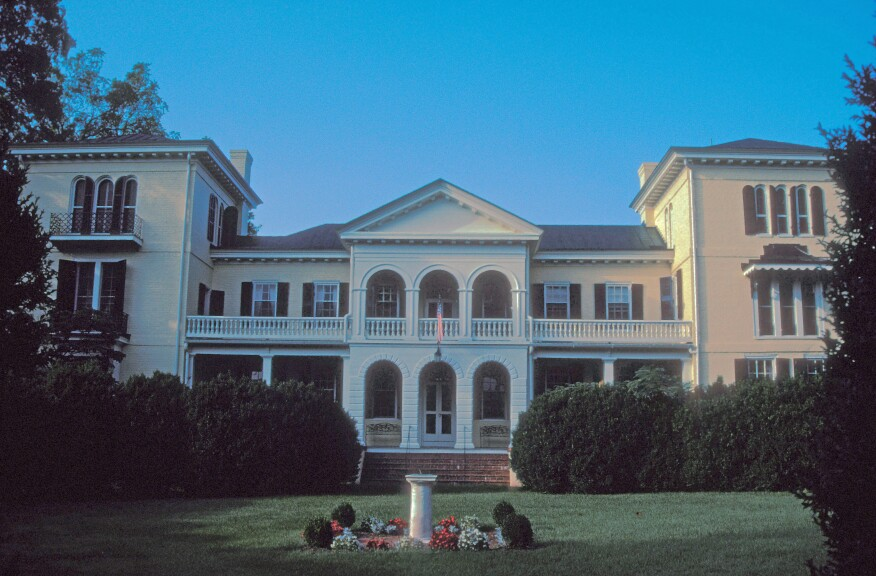 Sweet Briar Househas been home to the presidents of the college since its founding in 1901. The former estate residencewas built in the late 18th century by Joseph Crews.