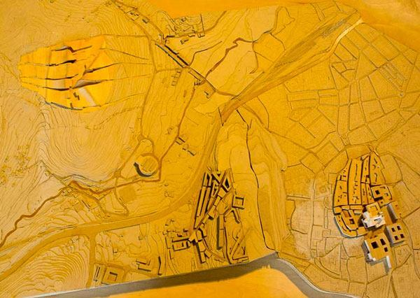 The model depicts both the project and the center of historic Santiago de Compostela (far right).