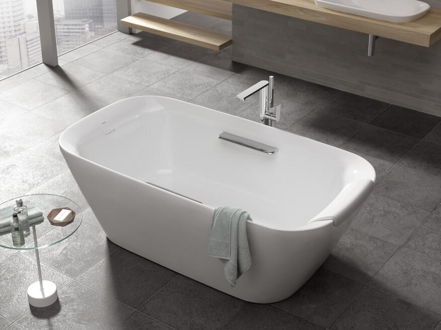 Toto 39 S Neorest Suite Gains Freestanding Tub Custom Home