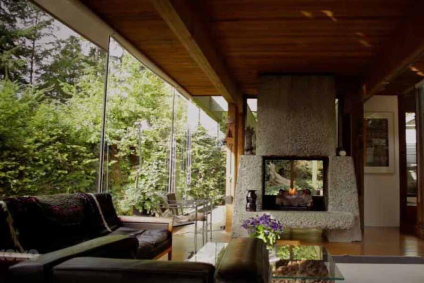 Film on Modernist Coastal Houses