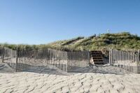 One-Foot-Wide Path to Hamptons Beach Sells for $120,000