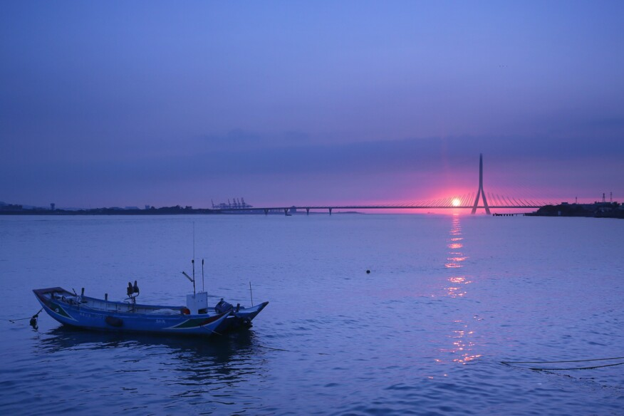 Danjiang Bridge sunset, by Zaha Hadid Architects