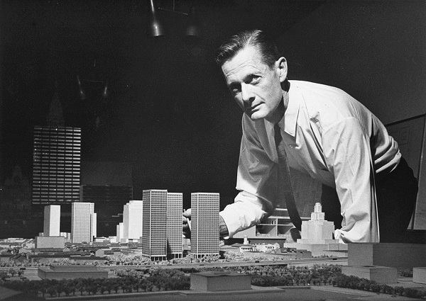 Photo of Bacon with model of Society Hill Towers (about 1960).