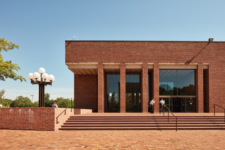 I.M. Pei's Cleo Rogers Memorial Library