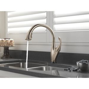 Flexible Flow: Inspired by the fluted scallops of a seashell, Delta Faucets Addison Kitchen Collection features delicate curves with a subtle hint of Art Deco design. With its Multi-Flow pull-down wand, users can toggle easily between spray and stream modes. The standard flow rate is a water-efficient 1.5 gpm for both modes, a savings of up to 32 percent above the industry standard 2.2 gpm in the kitchen.