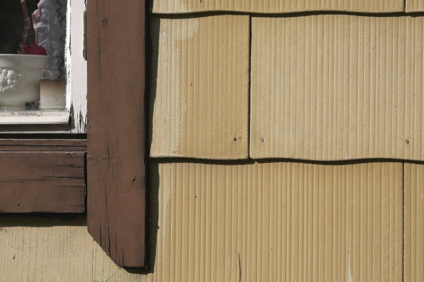 Be Aware of Who's Allowed To Tear Off Old Asbestos Siding