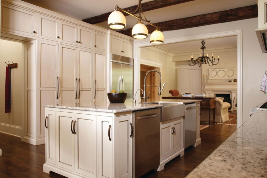 3 Ways to Wow With Cabinet Hardware