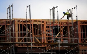 A construction worker builds framing at a housing construction project in San Francisco, California June 2, 2015. The median rent for an apartment in the city is now $4,225 per month, according to local media. REUTERS/Robert Galbraith - RTR4YJVW