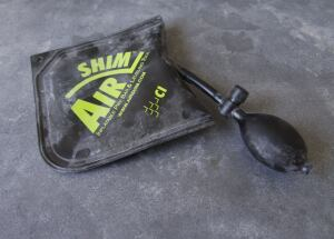 Made of a durable synthetic material, the inflatable bag also contains an internal stiffener making it easy to slip into small gaps. The hand pump allows for micro adjustments.