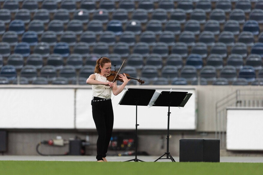The violinist at the Commerzbank Arena