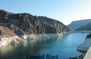 TAPPING A DRYING WELL: Las Vegas is building a third pipeline to its primary water source, Lake Mead, which, at 12.6 million  acre-feet, is currently less than 49 percent full.