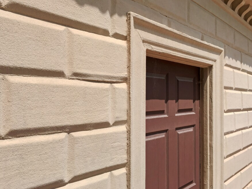 Wood siding at the Mount Vernon Estate made to look like stone.