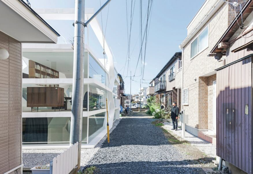 The S-House stands out from the dense context of its context in Saitama prefecture.