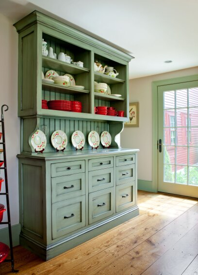 Storage Hutch Does Double-Duty for Display and Recycling