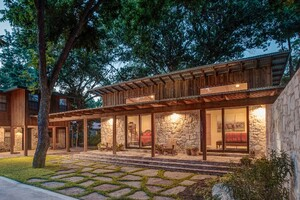 Contemporary Addition Highlights Site's Natural Beauty