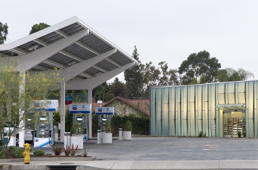 Cerritos chevron architect magazine kevin oreck for Convenience store exterior design
