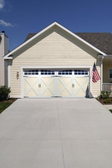 CHI Overhead Doors 5000/5100 Series Pan-Overlay Carriage House Door