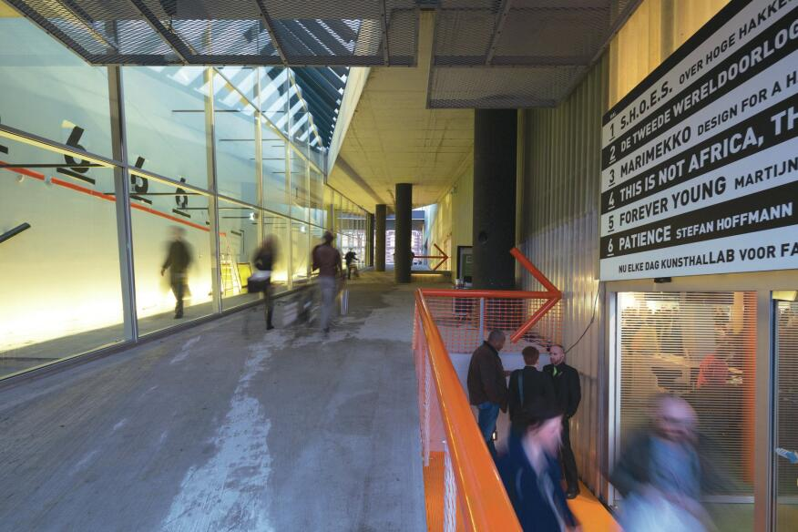 An open-air pedestrian pathway runs through the Kunsthal along the north–south axis. The new building entrance directs visitors into the restaurant.