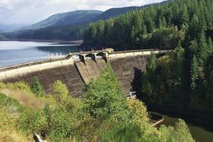 Valve control system regulates water temperature