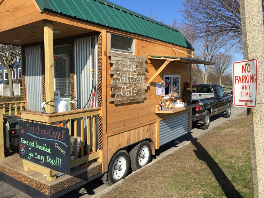 A restaurant on wheels jlc online marketing fleets for Design food truck online