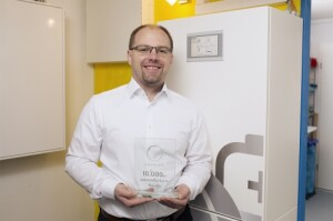 As Sonnen's 10,000th shipment customer, German homeowner Stefan Wolpert receives from Sonnen an extra 2 kilowatts of battery capacity and a free membership to sonnenCommunity