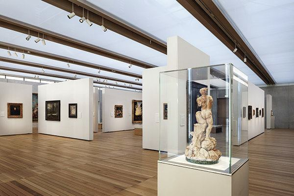 The galleries are lit with daylight and 24W 3000K LED spotlights mounted on tracks positioned in between the wood beams.