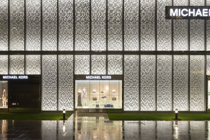 Narrow optic wall grazers are located at the top and