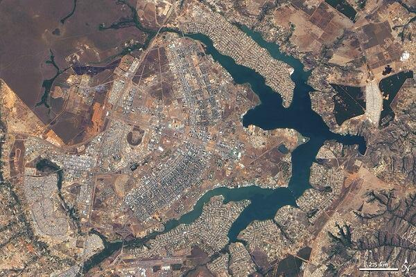 Brasília as seen by the Advanced Land Imager on NASA's Earth Observing-1 satellite.