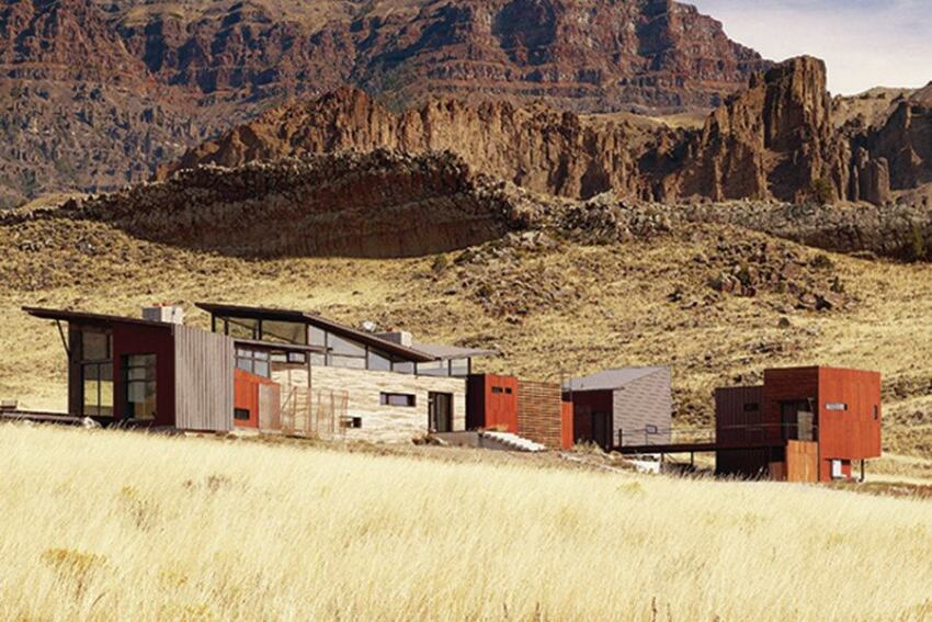 Wyoming Vacation Home Mirrors Its Rocky Mountain Site