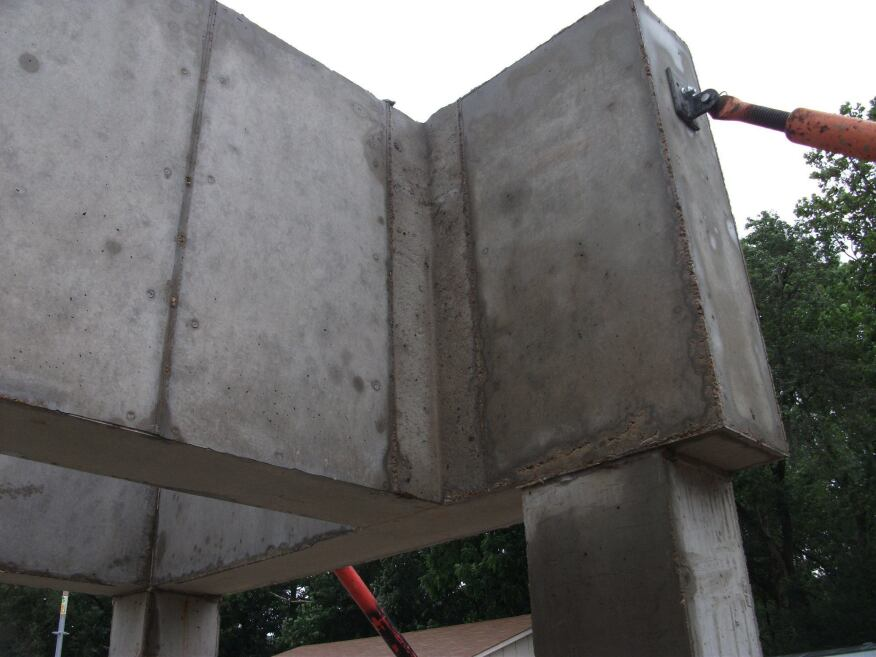 Full-scale mock-up of the slab.