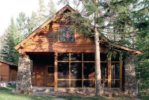 The author designed a lakeside cabin to connect with the history and culture of its northern Minnesota locale.