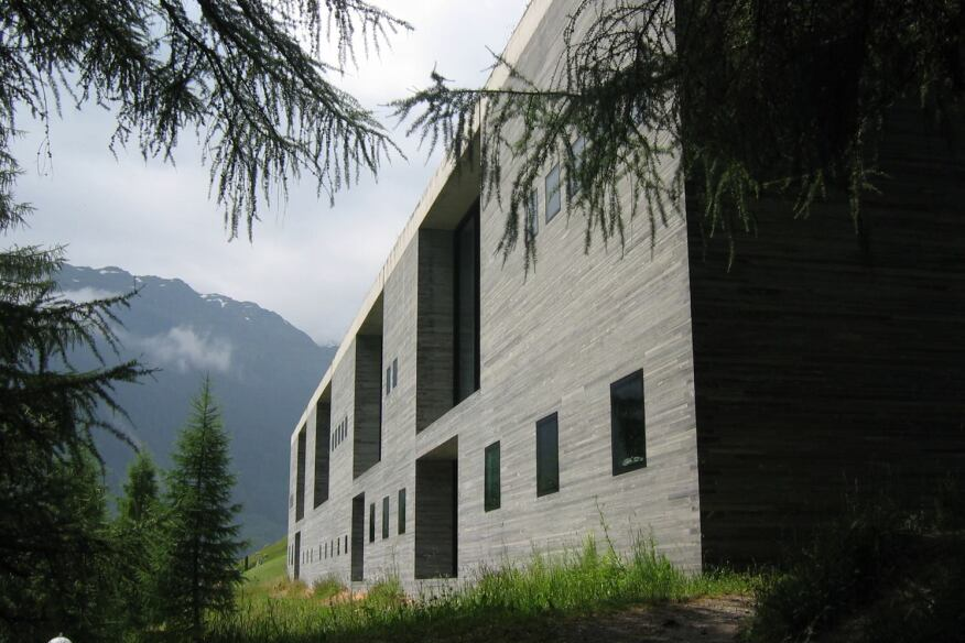 Morphosis architects to design luxury hotel in switzerland for Therme vals vals svizzera